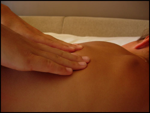 Masaje de fisioterapeuta para contractura